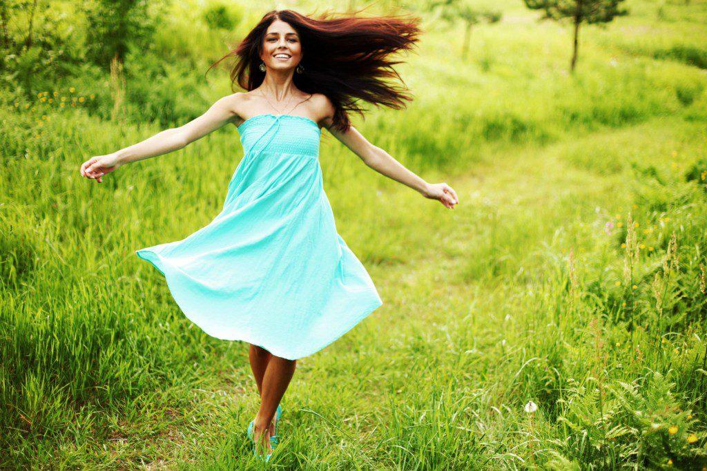 Признаки женщины, наполненной энергией