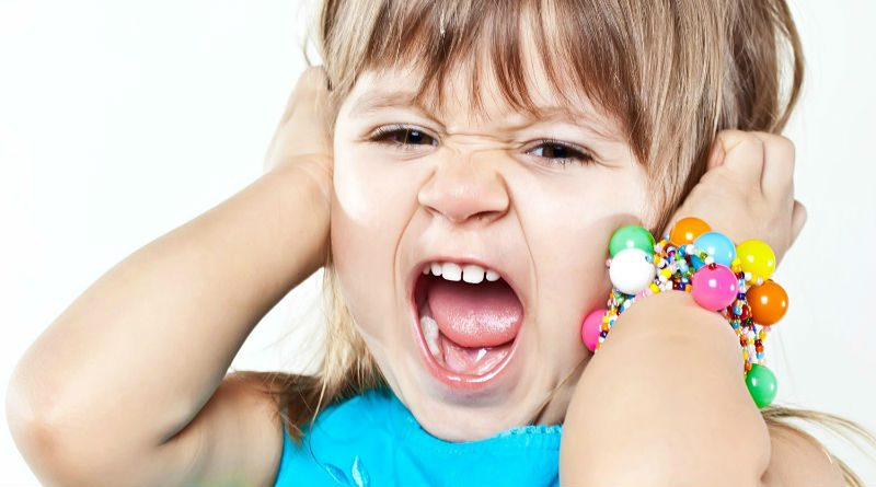 В чем причина капризов у ребенка 3-4 лет и как с ними бороться